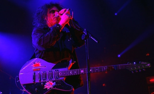 Guitarists: Robert Smith of The Cure | guitar TONE OVERLOAD
